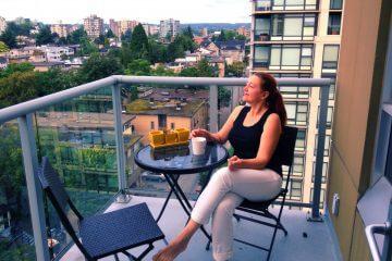 apartment woman brunch outdoors