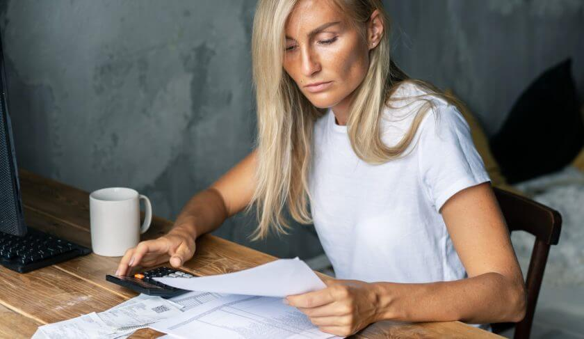 woman-budget-planning